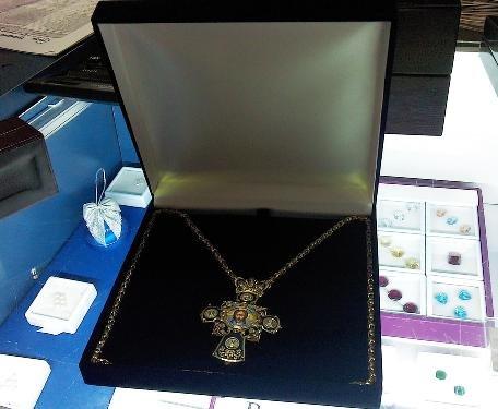 Золотой крест мощевик. Золото, бриллианты, горячая эмаль.
